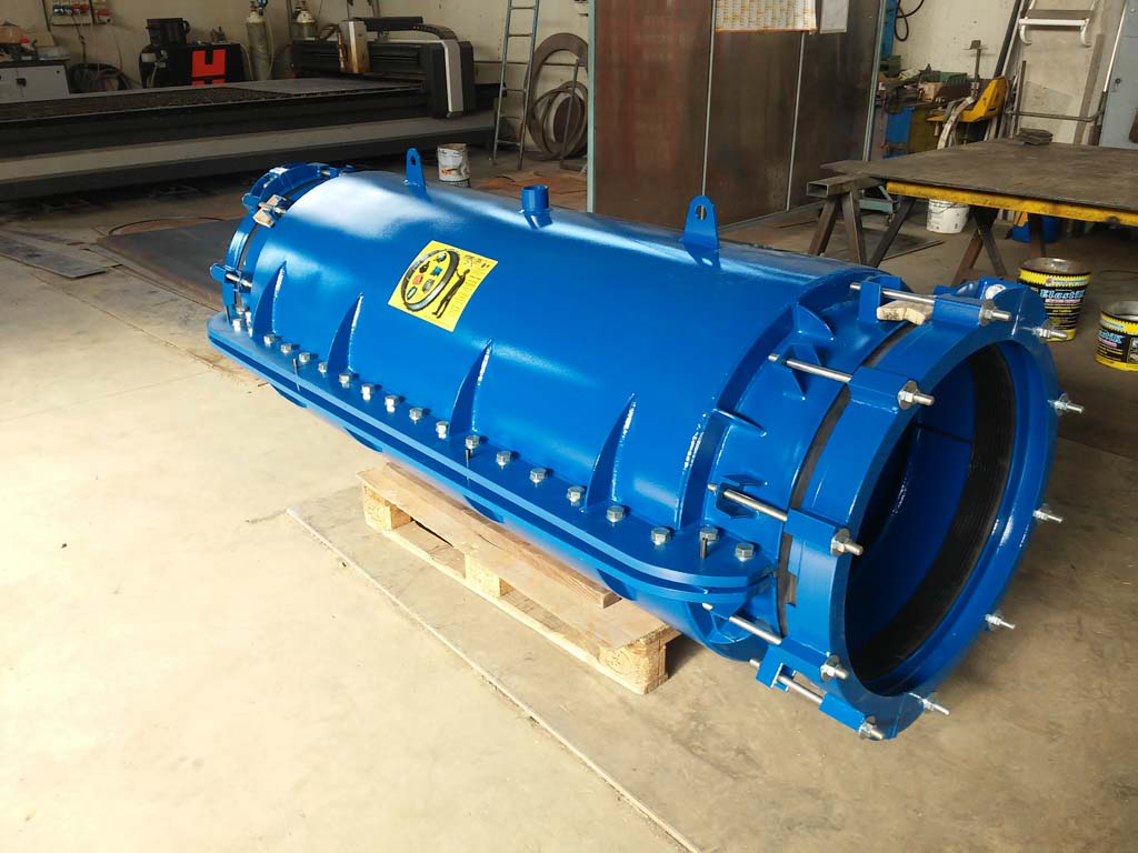 HYDRO STOP HS 150 for DN 600 pipes with a 1800 mm long housing carter